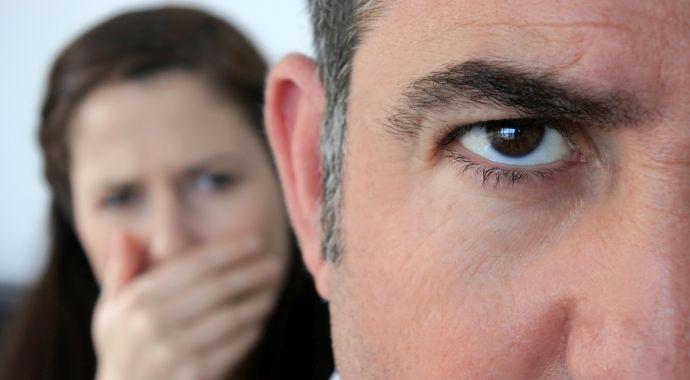 Муж-нарцисс: особенности развода