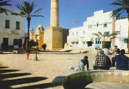 Фото №2 - Как в Тунисе нечаянно ходят в гости