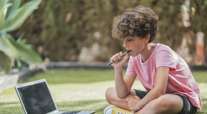 Нужно ли ребенку летом заниматься школьными предметами?
