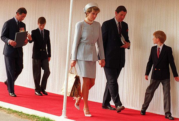 Фото №3 - В тени Дианы: как Камилла отвоевала популярность у принцессы Уэльской (и как ей помогал Чарльз)