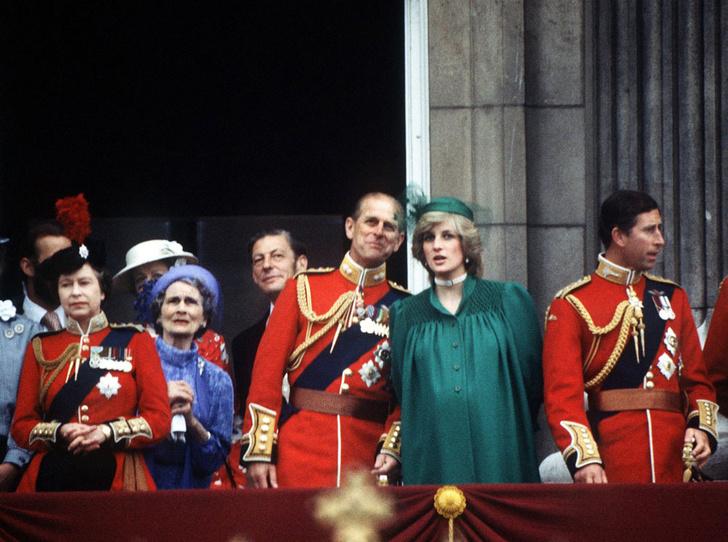 Фото №7 - От Дианы до Кейт Миддлтон: самые яркие «балконные» кадры Trooping The Colour