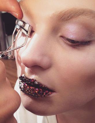 Фото №8 - Стразы и наклейки на лице: новый beauty-тренд
