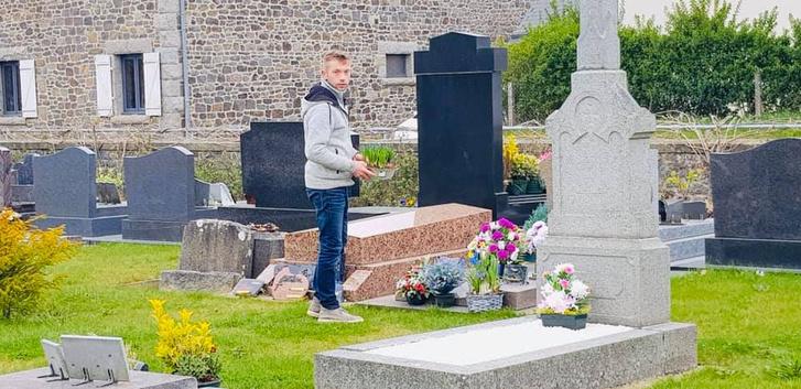 Фото №7 - История французского садовника, который украсил непроданными цветами целое кладбище, стала вирусной (фото)