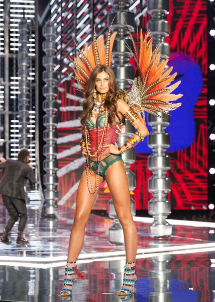 Фото №3 - Разрушаем стереотипы: модели Victoria's Secret обожают вредную еду