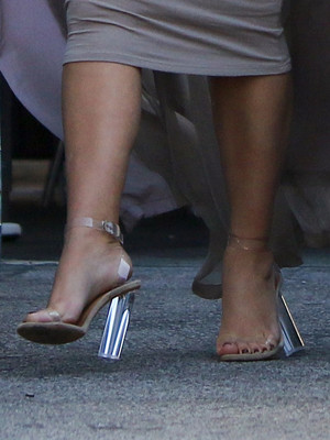 Фото №27 - Боль и слава: самая неудобная обувь звезд