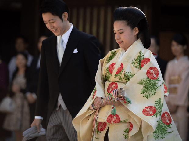 Фото №2 - Японская принцесса, отказавшаяся от престола, родила первенца