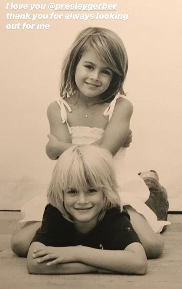 Фото №3 - На маму или на папу? Кайя Гербер опубликовала детские фотографии с братом