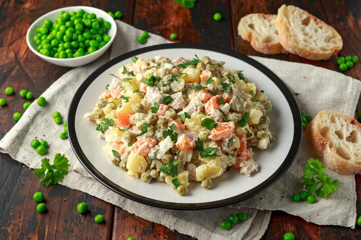 Фото №1 - Оливье: история появления и оригинальный рецепт салата