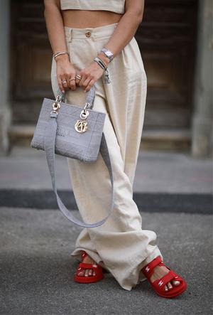Фото №26 - Модные сандалии 2020: лучшие варианты для жаркого сезона