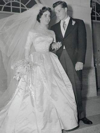 Фото №8 - Знаменитые невесты, платьями которых вдохновлялась леди Китти Спенсер