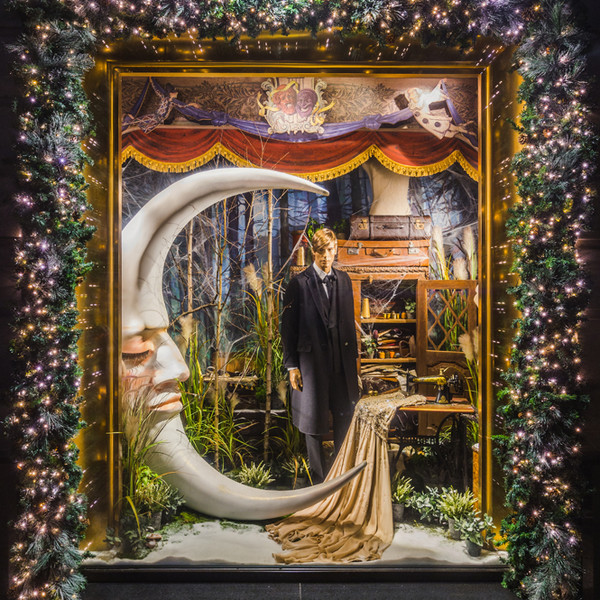 Фото №12 - Из сказки в сказку: 36 волшебных сюжетов в витринах ЦУМа