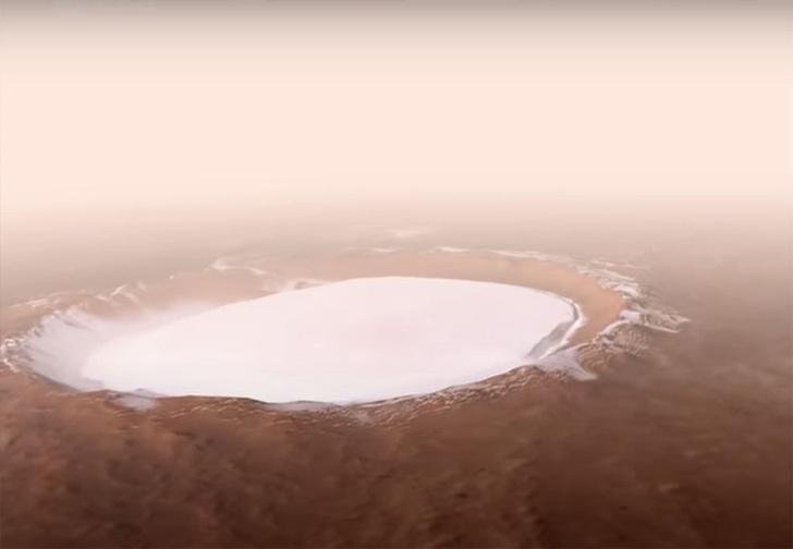 Фото №1 - Как выглядит с высоты дроньего полета один из самых больших кратеров в Солнечной системе (видео)