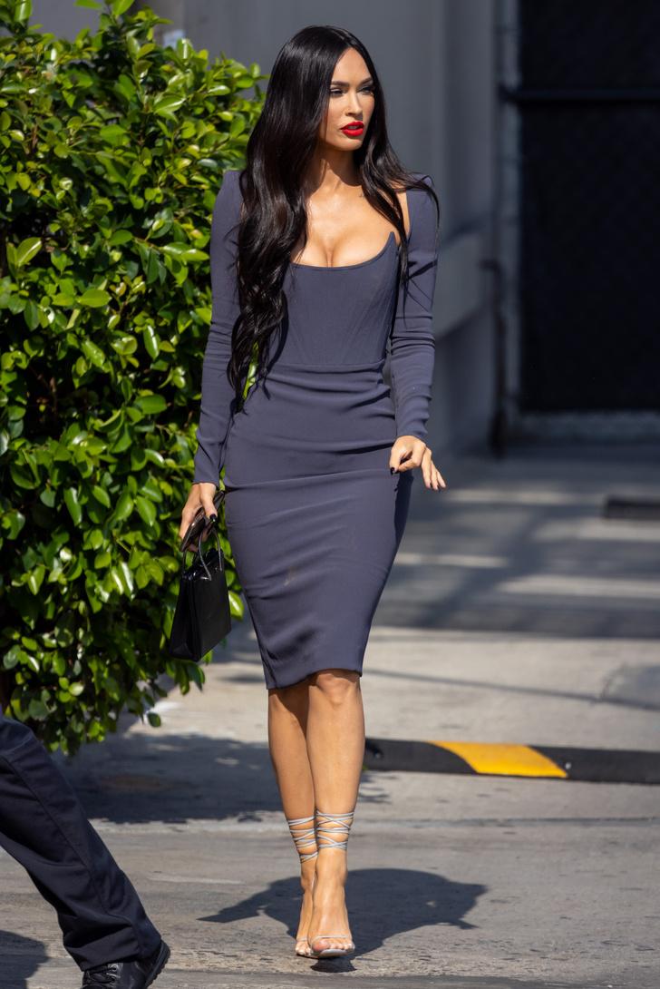 Фото №1 - Меган Фокс в облегающем платье Alex Perry, которое подчеркивает все достоинства фигуры