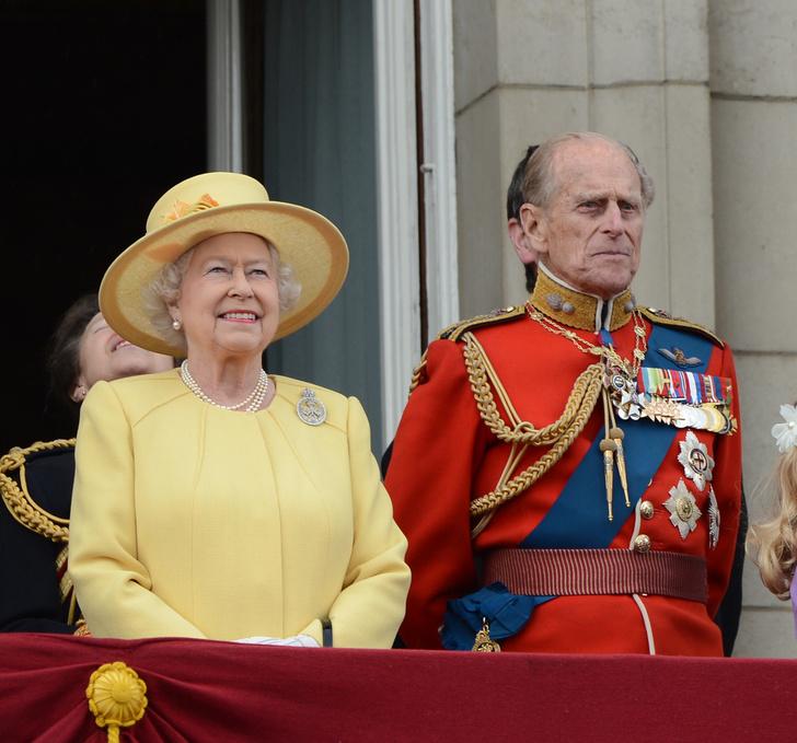 Фото №1 - Почему королева Великобритании отмечает день рождения дважды?