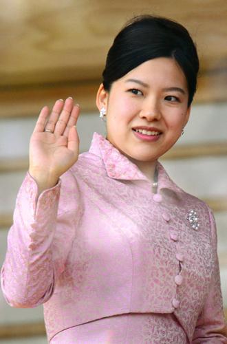Фото №1 - Еще одна японская принцесса покинет императорский дом ради любви