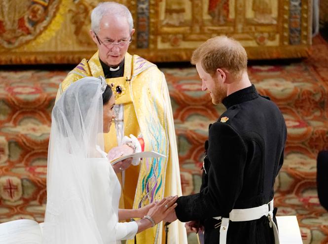 Фото №5 - О чем говорили жесты Гарри и Меган на свадьбе (и о чем пара шепталась)