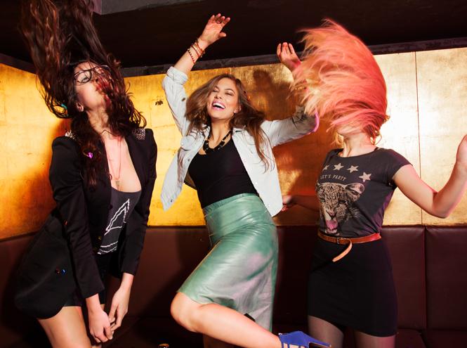 Фото №1 - Корпоратив: 7 правил поведения на танцполе