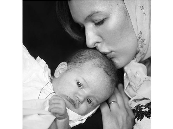 Фото №3 - Милла Йовович крестила дочь