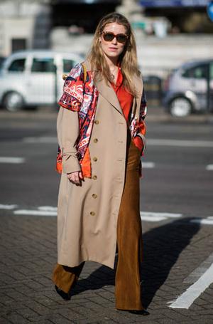 Фото №2 - Как носить бежевый тренч: 8 стильных и нескучных способов