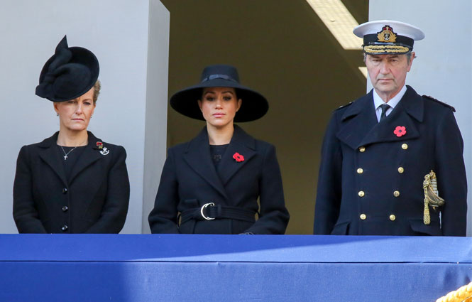 Фото №3 - Почему герцогини Меган и Кейт оказались на разных балконах в День памяти