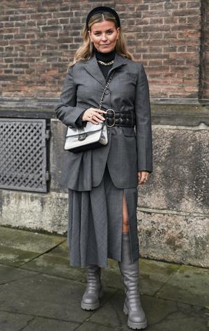 Фото №3 - Как одеваться в серое с головы до ног (и не выглядеть скучно)