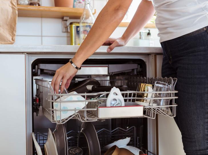 Фото №1 - Как правильно мыть посуду в посудомоечной машине