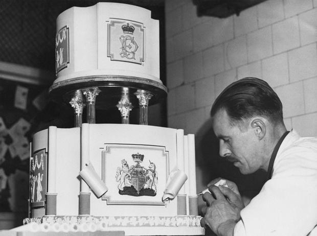 Фото №11 - Сладко: свадебные торты на королевских свадьбах