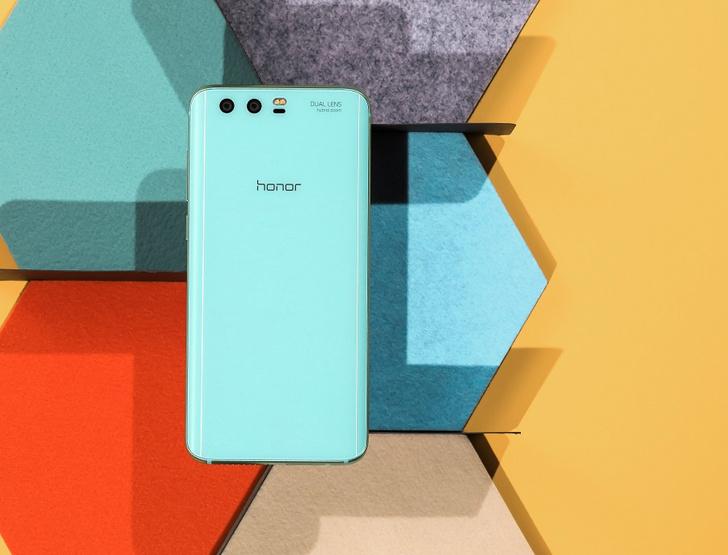 Фото №1 - Ярко-голубой Honor 9 Premium