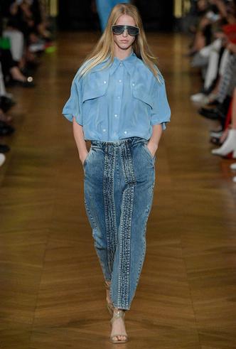 Фото №3 - Скинни, клеш и рваные: самые модные джинсы весны 2020