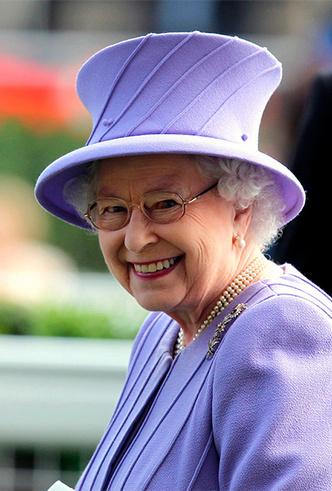 Фото №26 - Делайте ставки, господа: шляпки Королевы на Royal Ascot