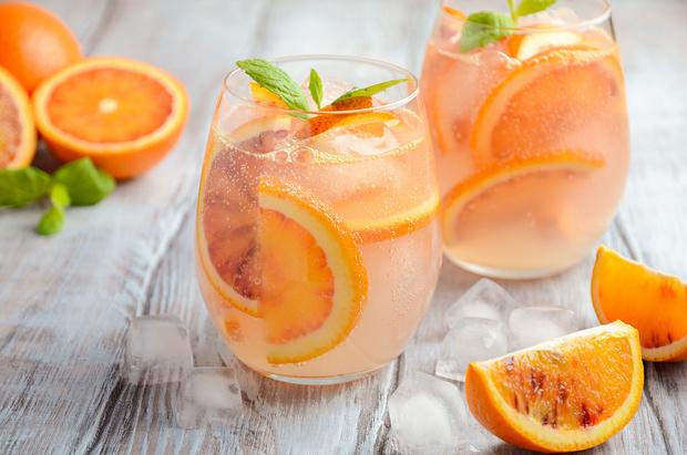 Фото №2 - Праздник продолжается: 3 рецепта удивительно вкусных безалкогольных коктейлей