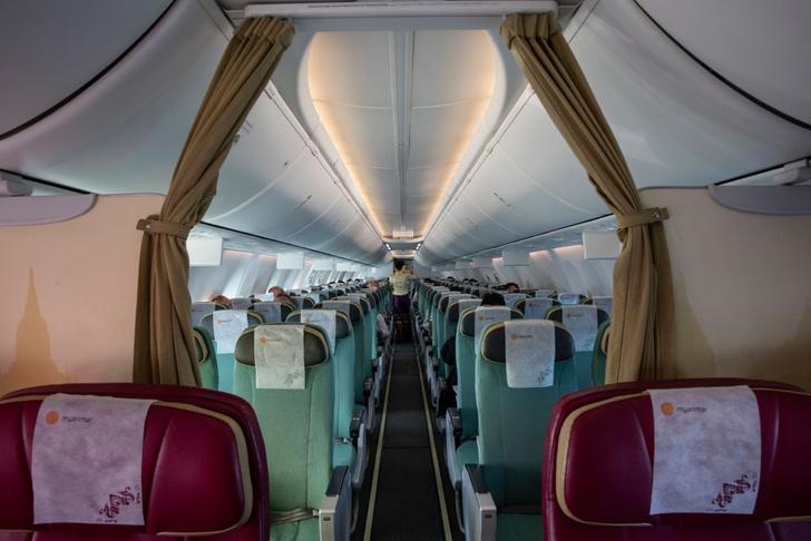 Фото №1 - Пять мест в самолете, которые лучше не трогать