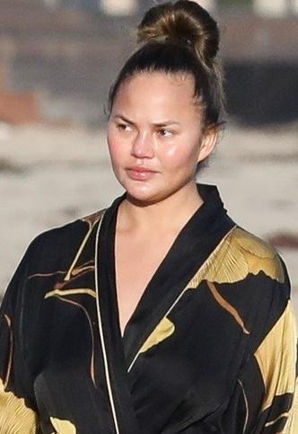 Фото №3 - Большая разница: как выглядит Крисси Тейген с макияжем и без