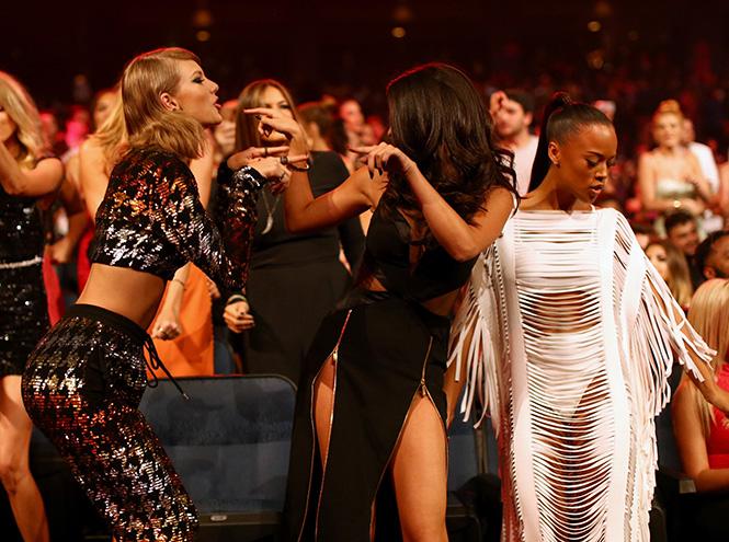 Фото №14 - Подробности церемонии VMA 2015 в Лос-Анджелесе