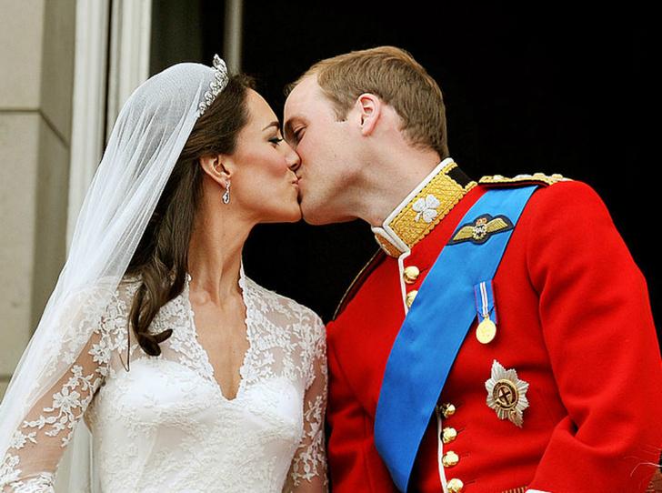 Фото №1 - Что пожелали Уильяму и Кейт в день годовщины