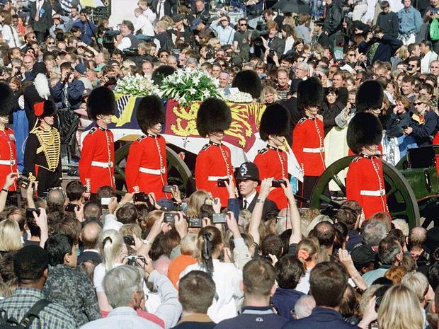 Фото №4 - 5 важных традиций Виндзоров, связанных с похоронами членов королевской семьи