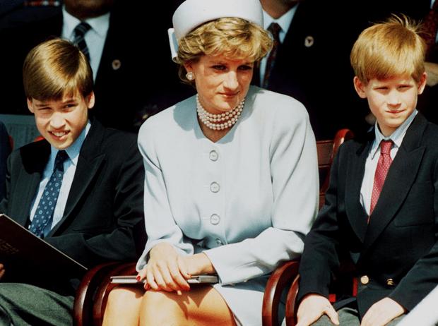 Фото №1 - Поступок, который принцесса Диана никогда бы не простила герцогине Меган