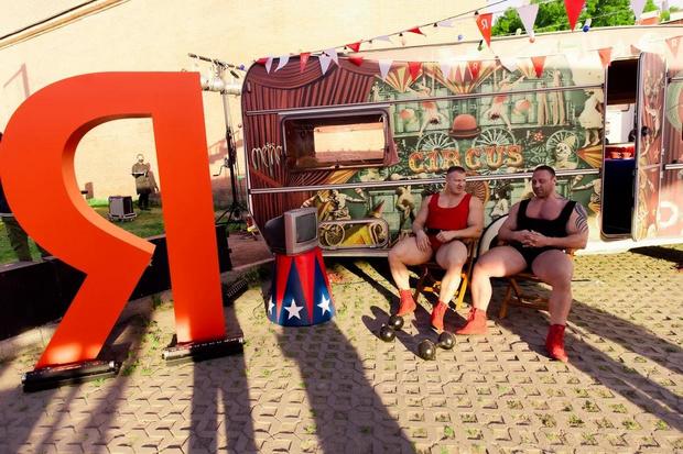 Фото №4 - Цирк, цирк, цирк! Как прошла самая громкая вечеринка ПМЭФ 2021