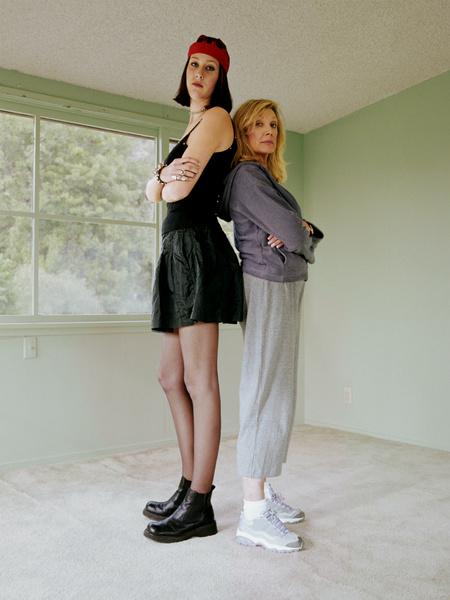 Фото №1 - Вопрос дня: Я комплексую из-за высокого роста. Что делать?