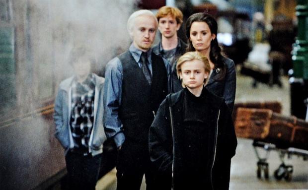 Фото №1 - Team Malfoy! Том Фелтон встретил экранного сына спустя 10 лет