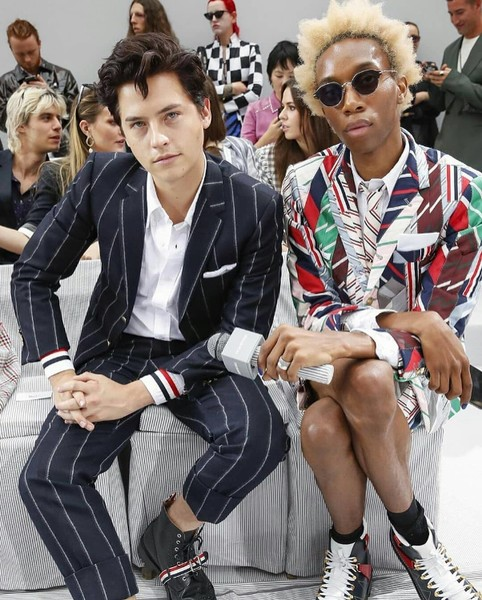 Фото №3 - Коул Спроус и Лили Рейнхарт приехали в Париж на Неделю высокой моды
