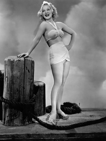 Певица Бетти Хаттон в босоножках на платформе, 1945 год.