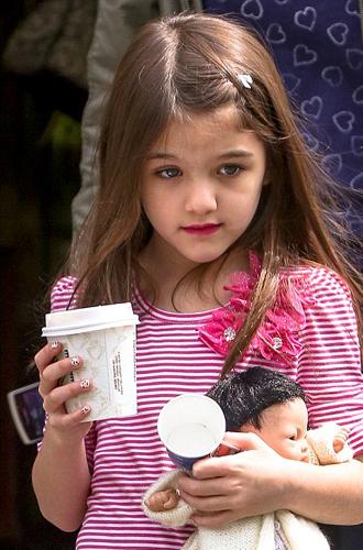 Фото №3 - Детский маникюр: о чем следует знать, поддавшись просьбам дочери
