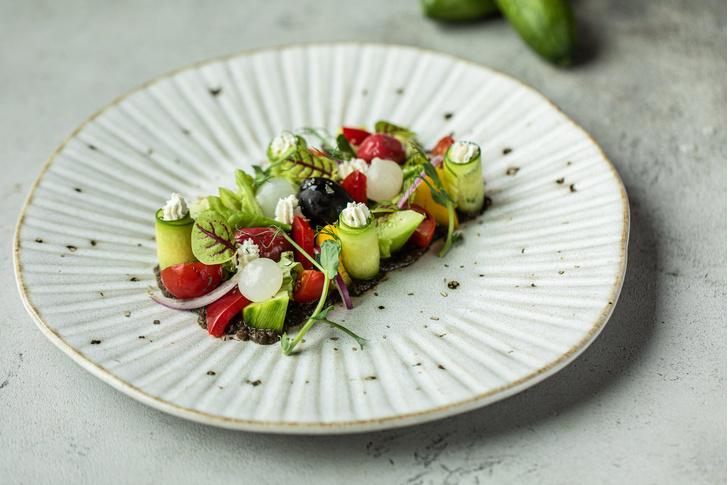 Фото №1 - Сохраняем витамины в тарелке: 3 летних овощных рецепта