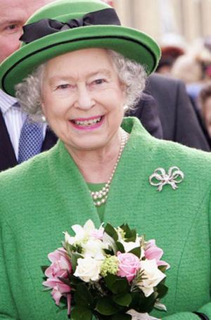 Фото №14 - Близко к сердцу: любимые броши Елизаветы II
