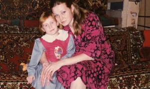Фото №30 - Раньше взрослели быстрее? 30 фото советских мам и их дочек в одном возрасте