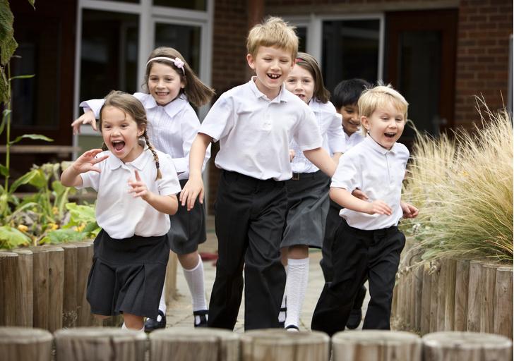 Фото №2 - Рвутся, линяют, не дышат: эксперты назвали худшие марки одежды для школьников
