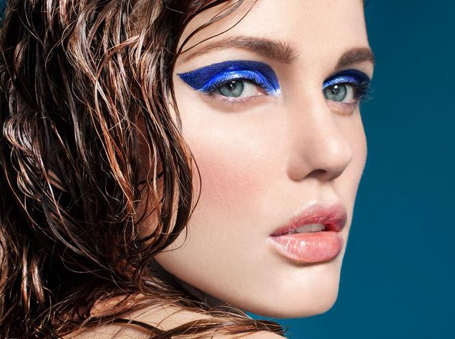 Фото №6 - Она вернулась: сине-голубая гамма в макияже глаз