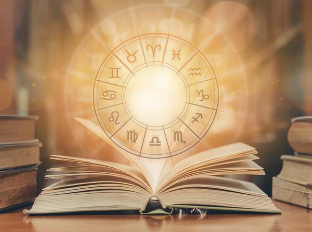 Фото №1 - Литературный гороскоп: какая книга расскажет о вашем 2021 годе