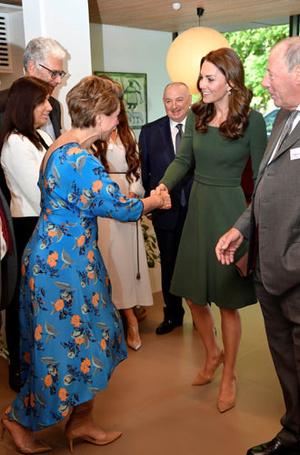 Фото №8 - Что общего у публичных выходов герцогини Меган и принцессы Дианы